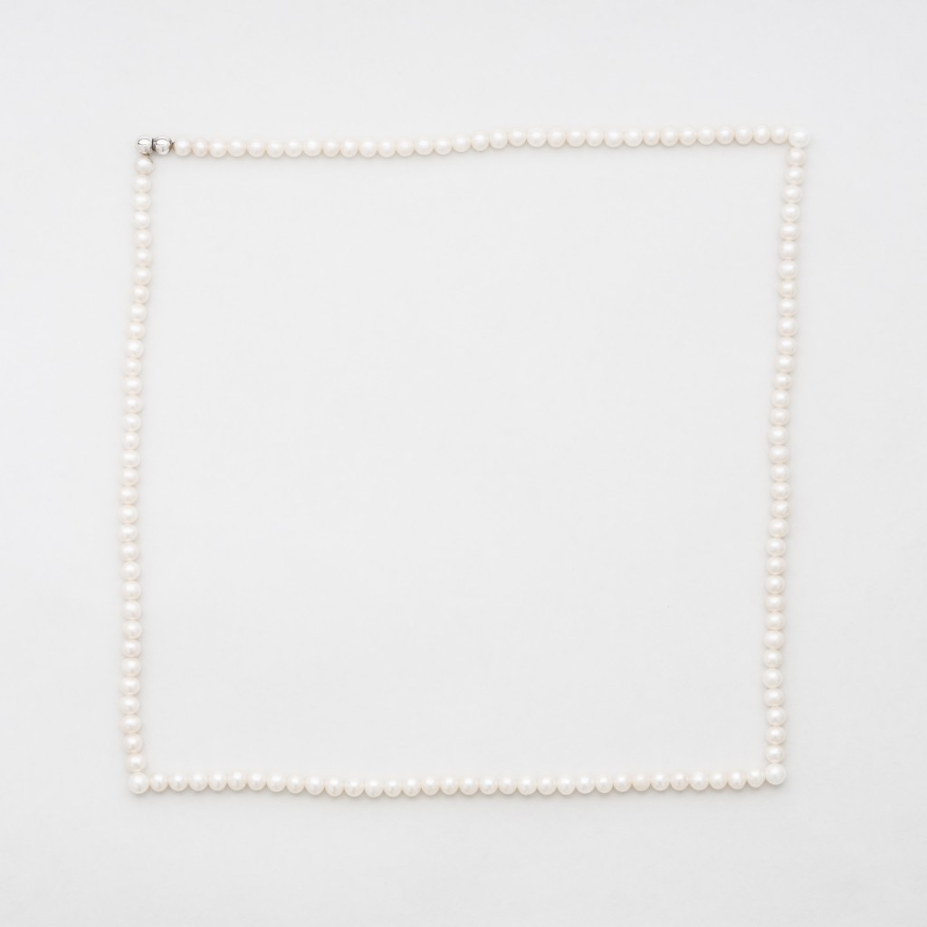 11Katarína Siposová_ Disturbance_necklace_2012_freshwater pearls,silk,silver, magnet,160x160x5mm